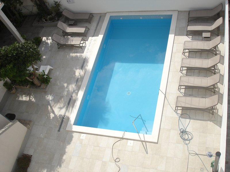 pool is 100% reliable,no chemicals/ chlorine, works on the principle of electrolysis of salt water