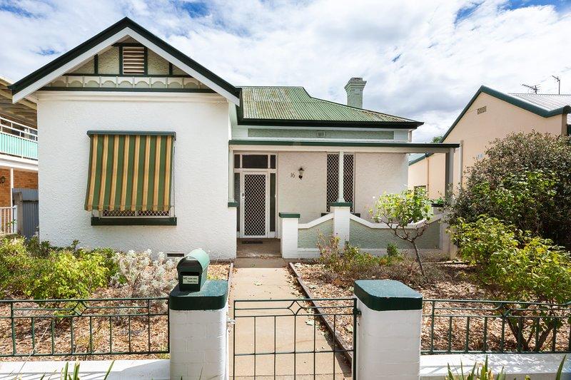 Best Central House, sleeps 11!, casa vacanza a Wagga Wagga