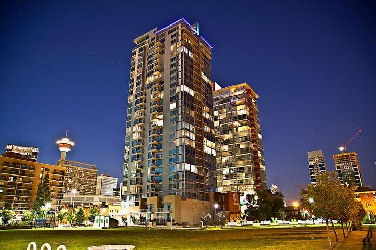 Modern Gem -Downtown-Heated Parking, location de vacances à Cochrane