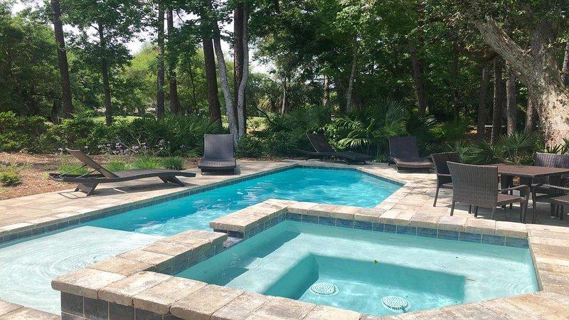 Nouvelle piscine et bain à remous