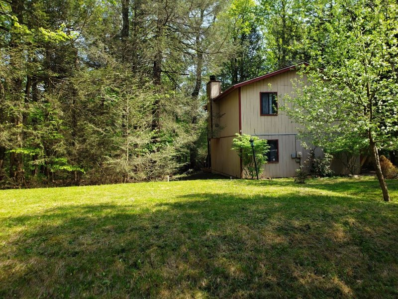 Cozy home in the heart of the Poconos - VeryQuiche 1, holiday rental in Tobyhanna