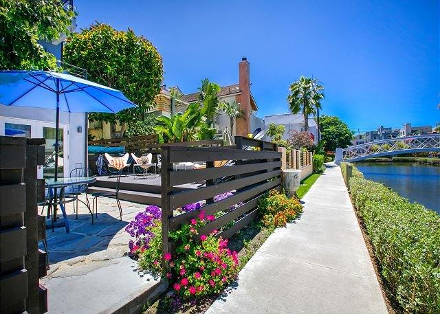 Luxury Venice Canal-Front Home – Roof Patio, Pool, Walk to Beach!, location de vacances à Marina del Rey