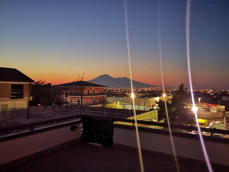 Maison Monrose bilocale con terrazza vista Vesuvio, holiday rental in Sant'Egidio del Monte Albino