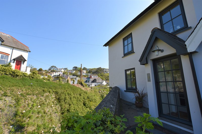 Moranedd, 4 Bedrooms, sleeps up to 8, Pet Friendly with outside space, holiday rental in Aberdovey