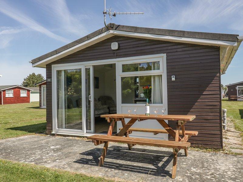 CHALET H11, family base, coastal, all ground floor, open-plan living, in St, holiday rental in Saint Ervan