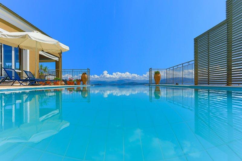 Triantafyllo: Stunning views, near Agni - Kalami, pool, alquiler de vacaciones en Katavolos
