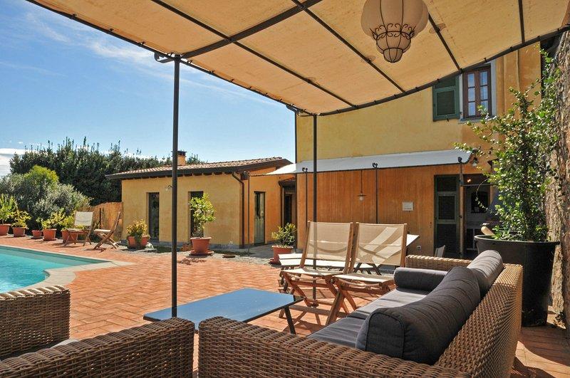 Sarzana Villa Sleeps 12 with Pool - 5800404, vacation rental in Giucano