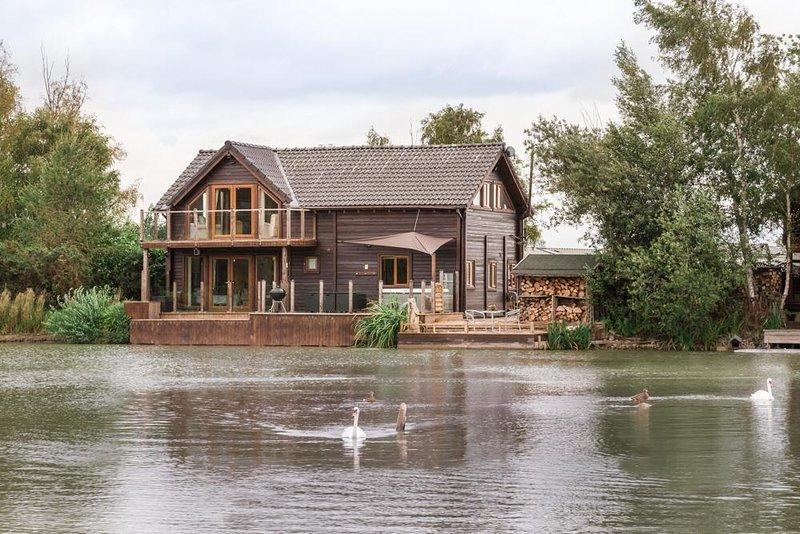 Aqua Lodge, Tattershall Lakes, holiday rental in Freiston