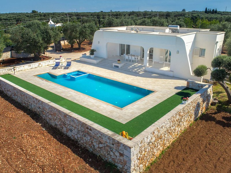 Specchiolla Villa Sleeps 6 with Pool and Air Con - 5796299, vacation rental in Specchiolla