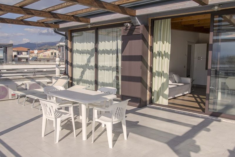 Beautiful apartment with sea view, vacation rental in Trappitello