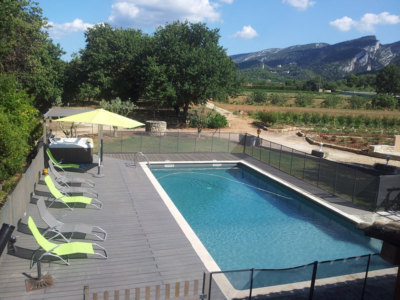 Nice apartment with shared pool, vacation rental in Maubec
