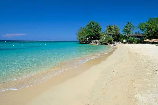Affordable Luxury Runaway Bay I Heart JA!!!, location de vacances à Baie de Sainte-Anne