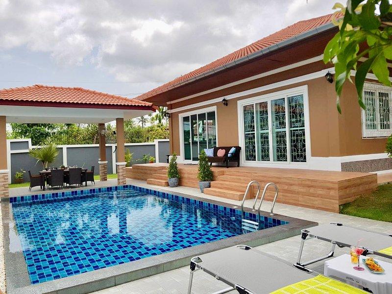Bang Saray Luxury garden pool villa, vacation rental in Ban Chang
