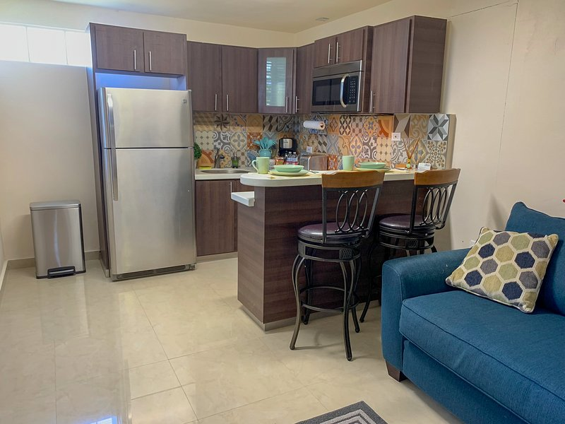 Remodeled apartment with patio and laundry, holiday rental in Ponce