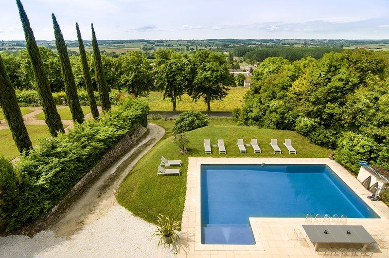 Duras Villa Sleeps 12 with Pool - 5800445, alquiler vacacional en Saint-Ferme