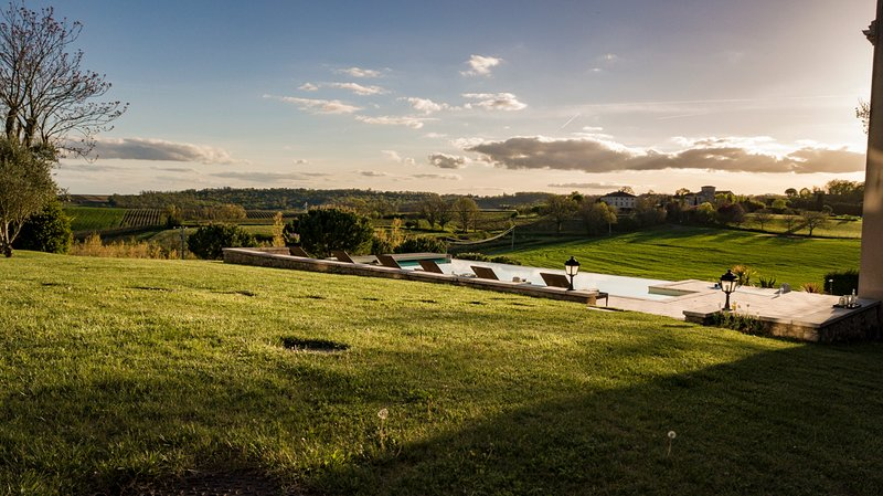 Montels Chateau Sleeps 12 with Pool - 5770957, location de vacances à Cahuzac-sur-Vere