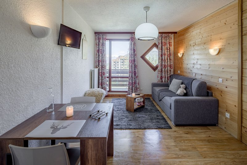 Welcome to our cozy apartment in Les Orres! Please note that this apartment MAY have a balcony or terrace - let us know if you have a preference!