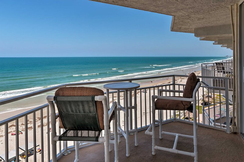 Waterfront Daytona Beach Shores Condo w/Amenities!, vacation rental in Ponce Inlet