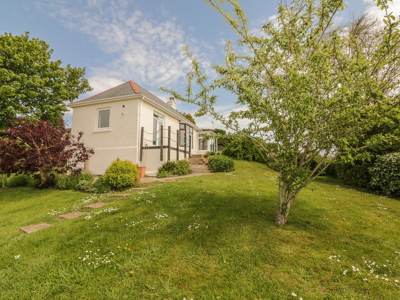NORTH PARK, country views, sea views, gas fire, near Shaldon, holiday rental in Newton Abbot