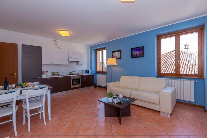 Fiumelatte Apartment Sleeps 4 - 5841334, vacation rental in Fiumelatte
