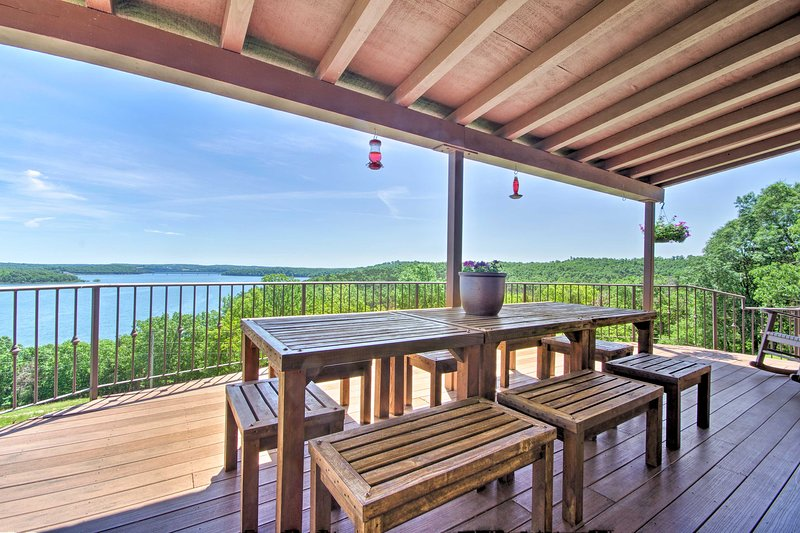 Lake Norfork Home w/Waterview Patio + Balcony, vacation rental in Henderson