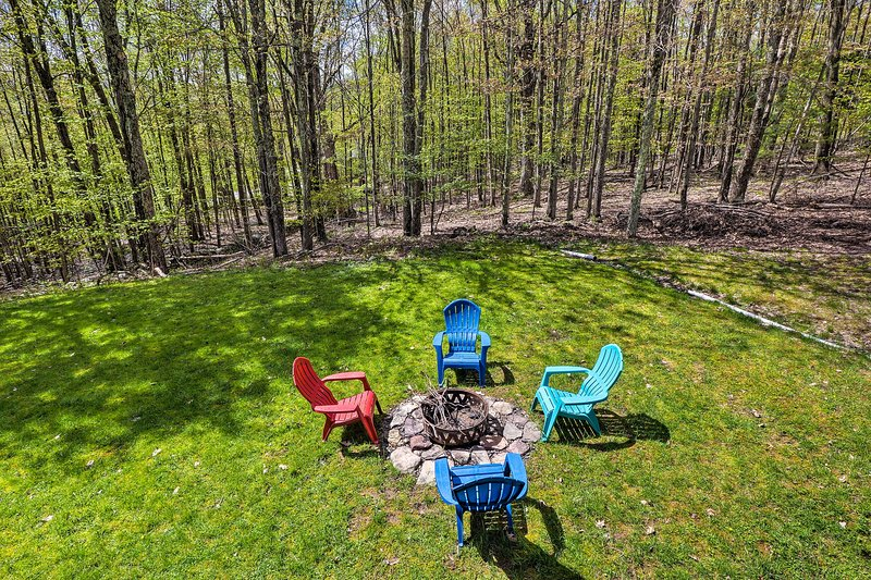 The 4-bedroom, 2-bath vacation rental boasts ample outdoor entertainment space.