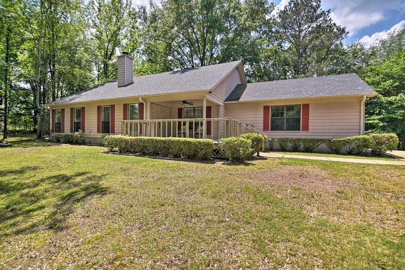 Find a piece of paradise outside of Memphis at this vacation rental!
