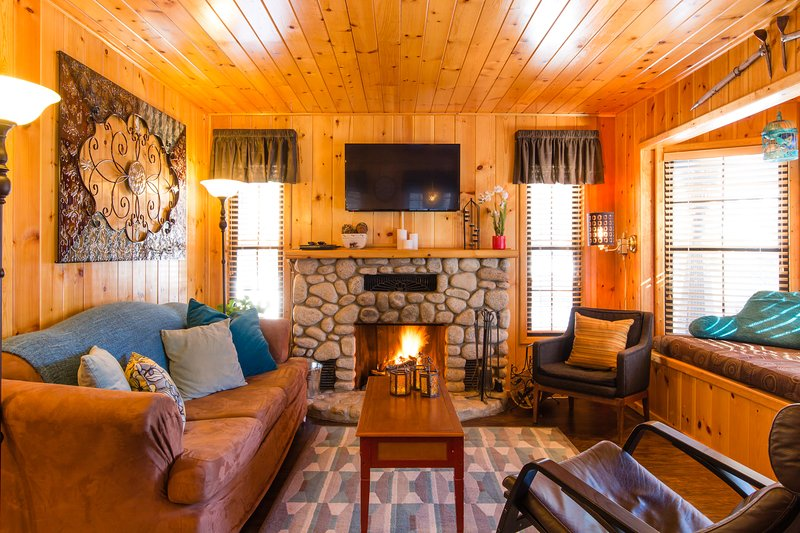 Get Lost Inn cabin in Green Valley Lake just 4 miles to Snow Valley Ski Resort.., location de vacances à Green Valley Lake
