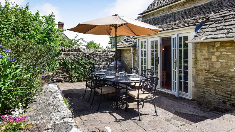 Cotswold Cottage, Coln St Aldwyns, Cotswolds - sleeps 6 guests  in 3 bedrooms, vacation rental in Fairford