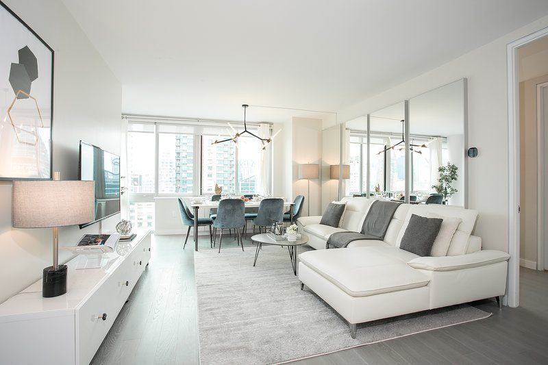 Luxurious Penthouse 3 Bedroom Apartment with Gym, Doorman, Lincoln Center, holiday rental in Guttenberg