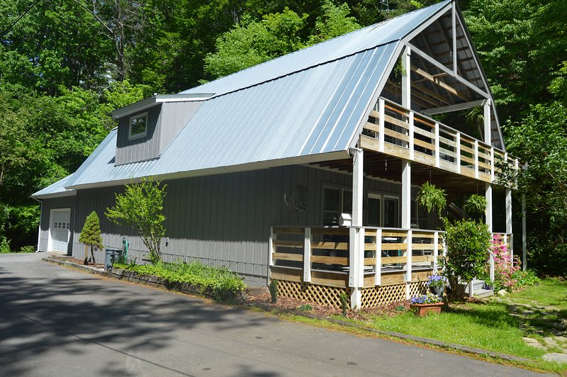 Ox Glen Coach House, Upstaris, A Mountain Retreat Near Blue Ridge Parkway, holiday rental in Weaverville