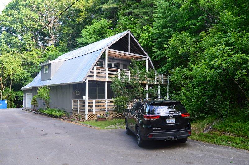 Ox Glen, Coach House, Downstairs, A Mountain Retreat Near Blue Ridge Parkway, holiday rental in Weaverville
