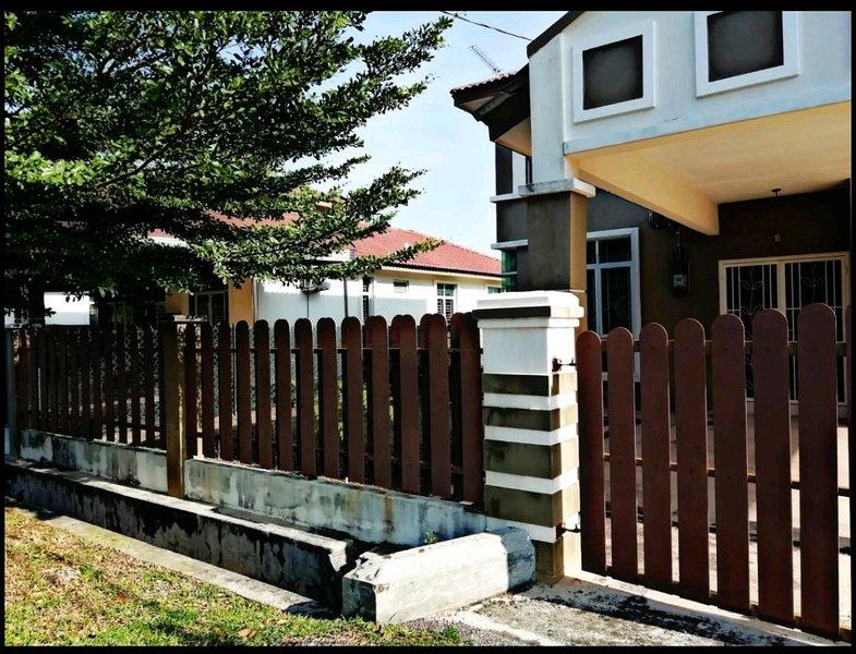 Homestay KRUBONG PERDANA for FAMILY, alquiler vacacional en Durian Tunggal