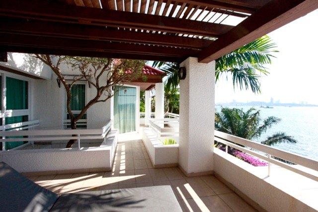 Oceanfront 3 Bedroom Duplex, holiday rental in Pattaya