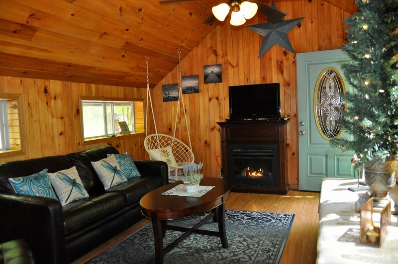 Wooded Cottage #4 Adjacent to Autumn Lake, vacation rental in West Monroe