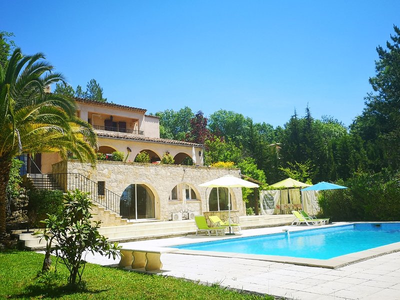STUNNING villa & apartment cote d azur with pool, location de vacances à Montauroux
