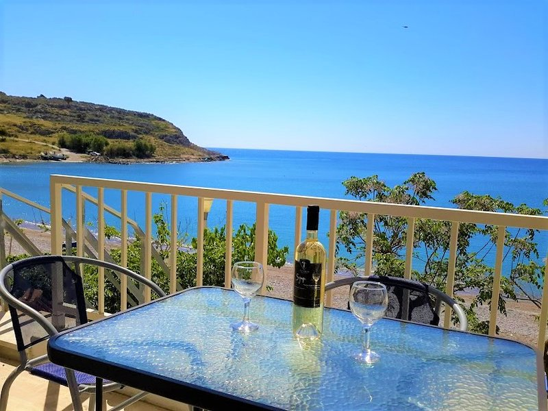 Beachfront in amazing Haraki Beach & complimentary sunbeds by the sea, holiday rental in Charaki