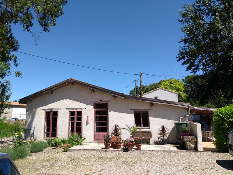 Red Gite - A converted 19th century stable in the beautiful Gascon countryside, vacation rental in Vares