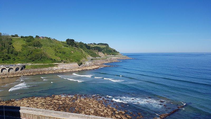 Espectaculares vistas al mar y puerto.Centrico.Zona tranquila.Soleado.., holiday rental in Deba