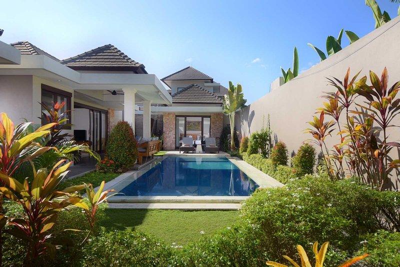 On the beach in Sanur: VILLA SIXTEEN KEJORA: Cool Bali Villas, location de vacances à Sanur