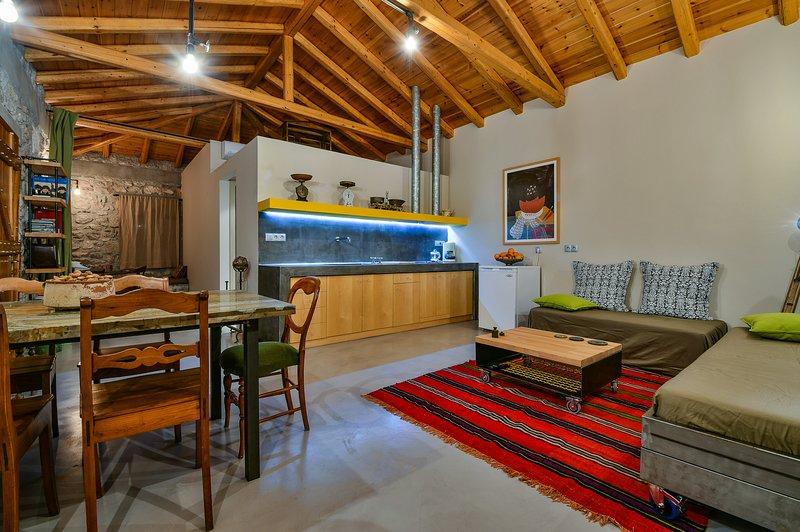 Boutique Stone Cottage w. large private Terraces, location de vacances à Epidavros