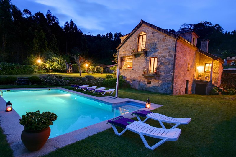 Baiona Villa Sleeps 8 with Pool and WiFi - 5802833, holiday rental in Saians
