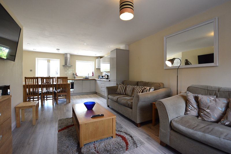 RIVERSIDE HOUSE, holiday rental in York