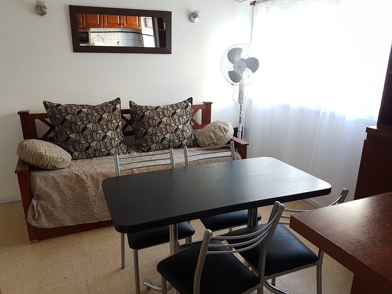 Depto de 2 ambientes con cochera zona Guemes, holiday rental in Sierra de los Padres