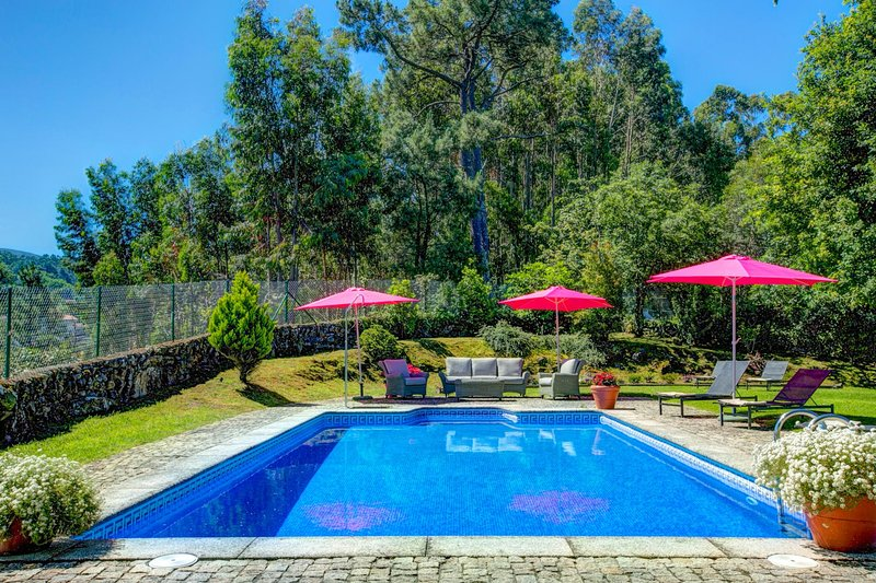 Baina Villa Sleeps 8 with Pool and WiFi - 5604604, alquiler vacacional en Oia