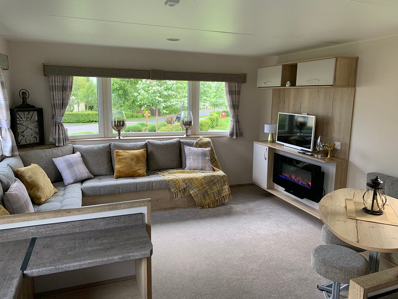 Brand New Luxury Caravan, holiday rental in Gifford