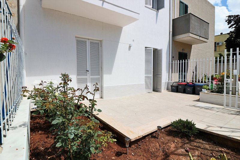 Holiday house Villetta Chitasta with outdoor space and climate a stone's throw f, holiday rental in Salmenta