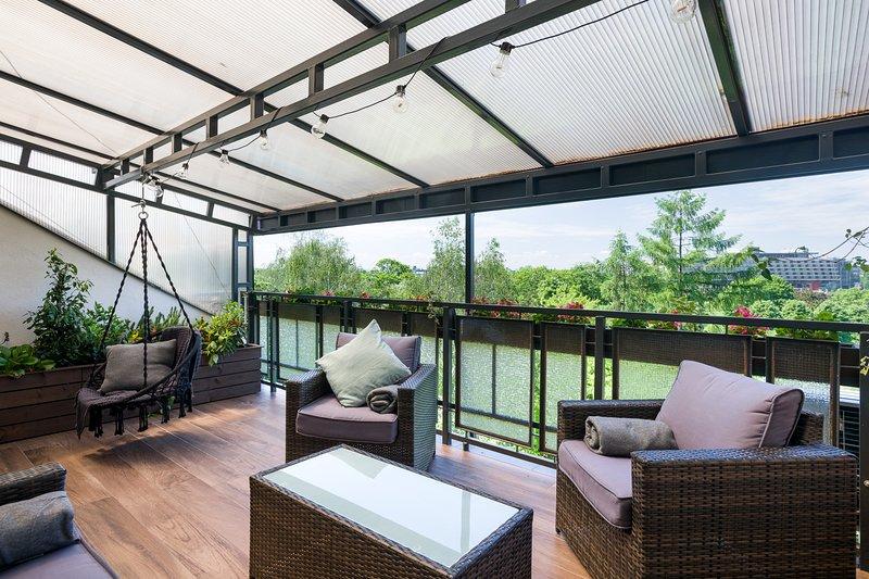 2 bdr Kazimierz Apartment, great terrace with river view, air conditioning, Ferienwohnung in Krakau