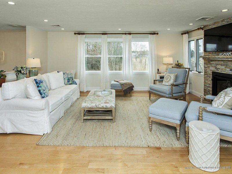 4BR w/ Impressive Yard ~ Only 500 feet from Beach, vacation rental in Kennebunkport