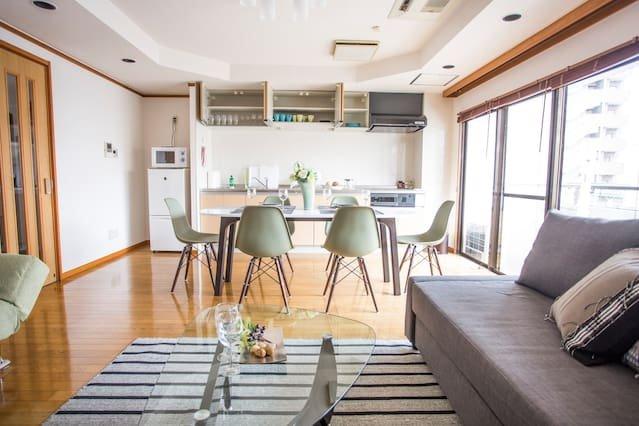 Beautiful, spacious apartment next to Peace Park – semesterbostad i Hiroshimaprefektur